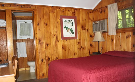 Green Haven Resort: Queen guest room (#21)
