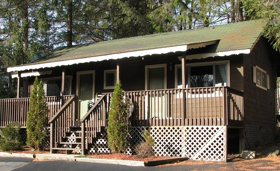Green Haven Resort: 2 bedroom cottage with large covered deck (#4)
