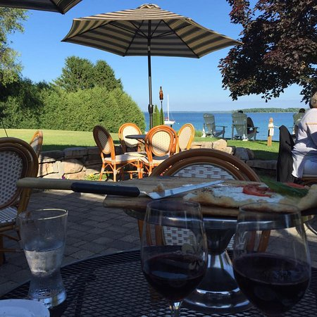 Suttons Bay, MI: French Valley tasting room patio