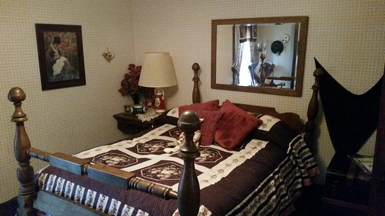 Jamesport, MO: Country Colonial Bed and Breakfast
