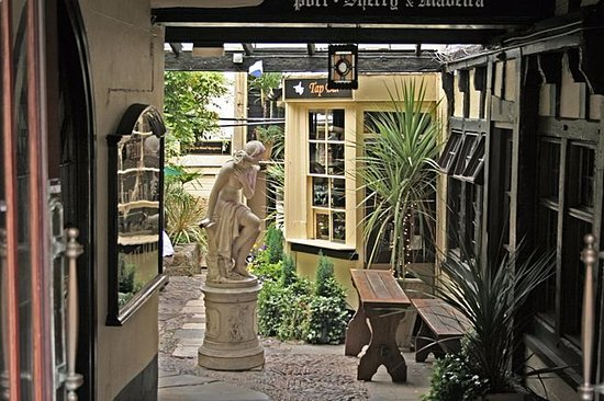 Moretonhampstead, UK: Entrance/Outside