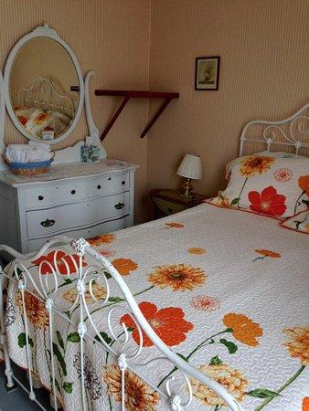 Tokeland, WA: A room.