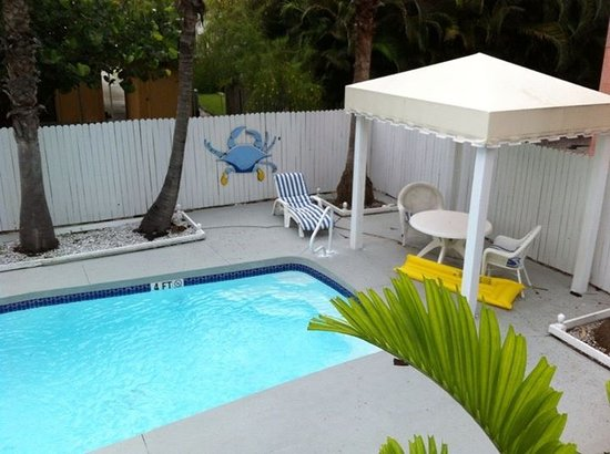 Bungalow Beach Resort: Private pool for the poolhouse,
