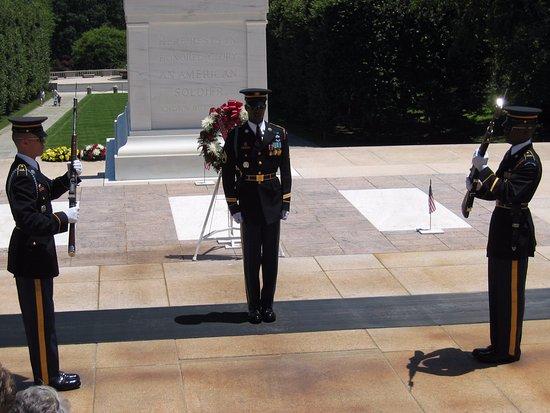 John F. Kennedy Grave Site : Här finns också den okände soldatens grav.