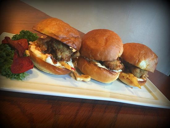 Alton, IL: Oyster Sliders