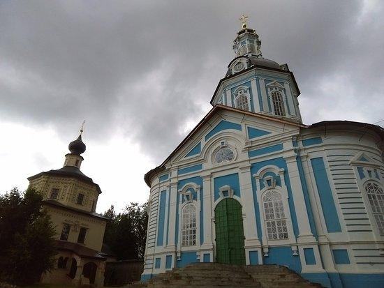 Toropets, Rusia: Свято-Тихоновский женский монастырь...