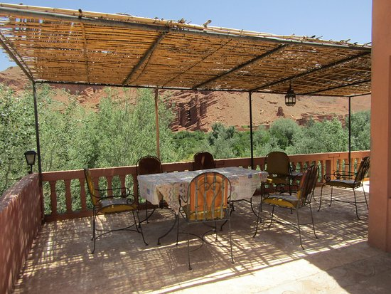 Terrasse ombragée - Picture of Kasbah Ait-Arbi, Boumalne Dades ...