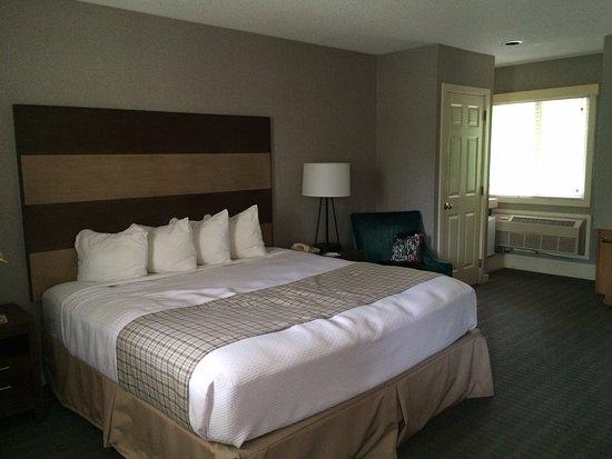Golden Eagle Resort: Superior King Room, 2nd level.