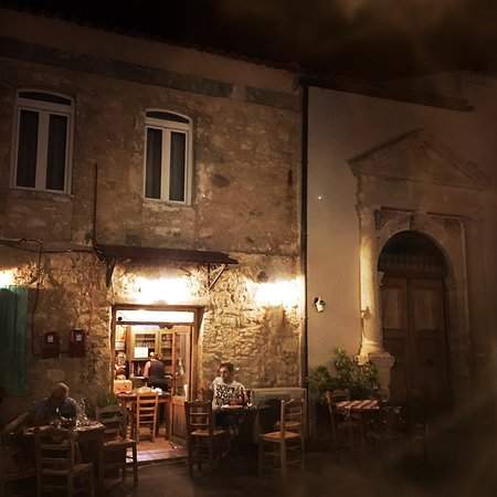 Taverna-Mezedopoleio  to Kaphleio: Lovely evening in Amnatos for a drink or a meal