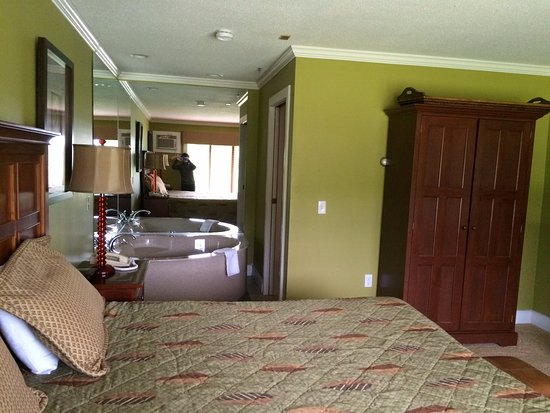 North Star Lodge: King bed in one-bedroom unit