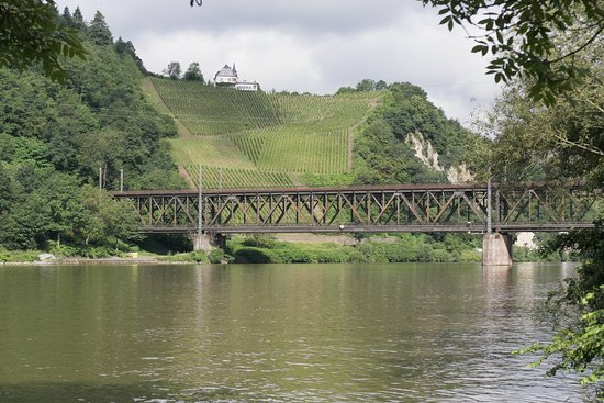 Bullay, Tyskland: Blick Mosel abwärts am Morgen