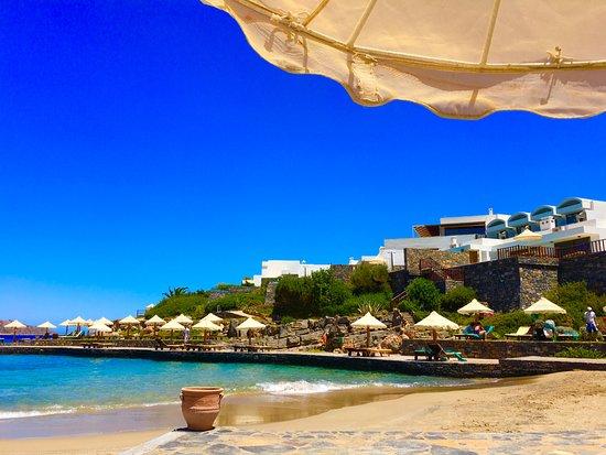 Elounda Peninsula All Suite Hotel: Вид на пляж