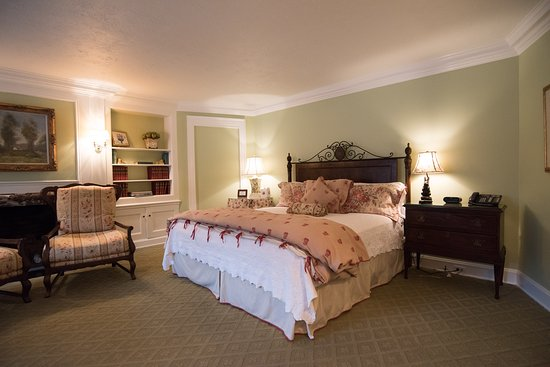 Chagrin Falls, OH: Sherwin Suite