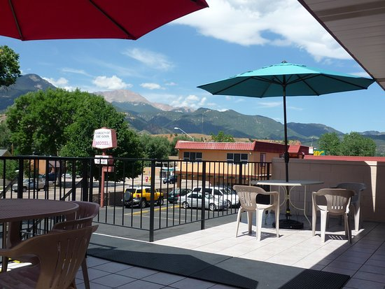 Garden of the Gods Motel: View of Pikes Pek Mt