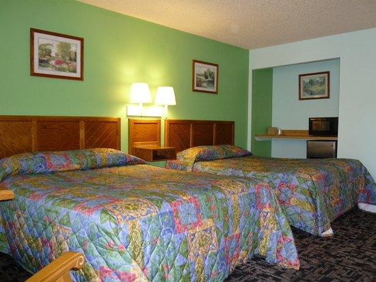 Garden of the Gods Motel: Room