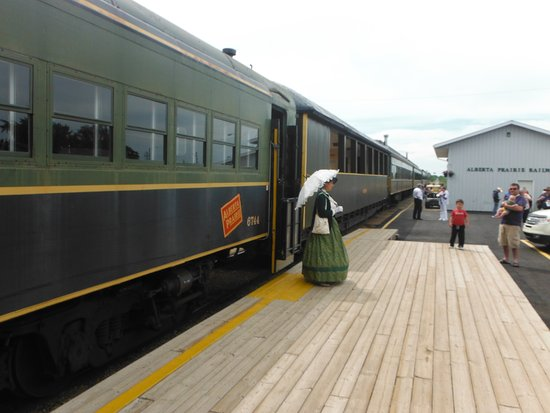 Stettler, Канада: One of the employees greeting guests on the Alberta Prairie Railway Excursions.