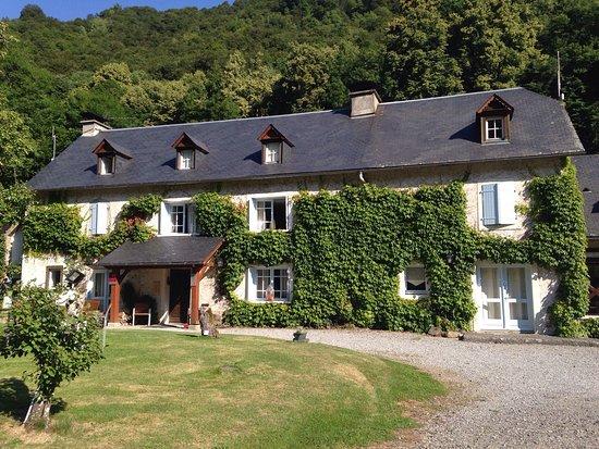 Bagneres-de-Bigorre, France : Joli domaine au cœur de la vallée de L Esponne piscine terrain de foot de  accueil chaleureux re