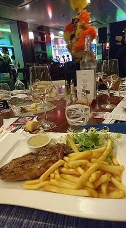 Карри-ле-Руэ, Франция: soirée croisière repas simple foie gras entrecôte frite salade tarte fine abricots