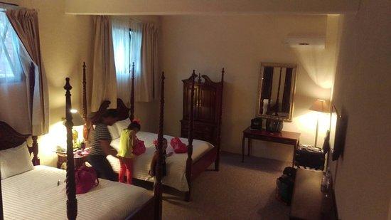 Castillo Santa Cecilia Hotel: IMAG9184_large.jpg