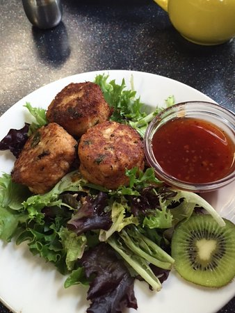 The Kiwi Cafe : Thai Fish Cakes, maybe something different next time?