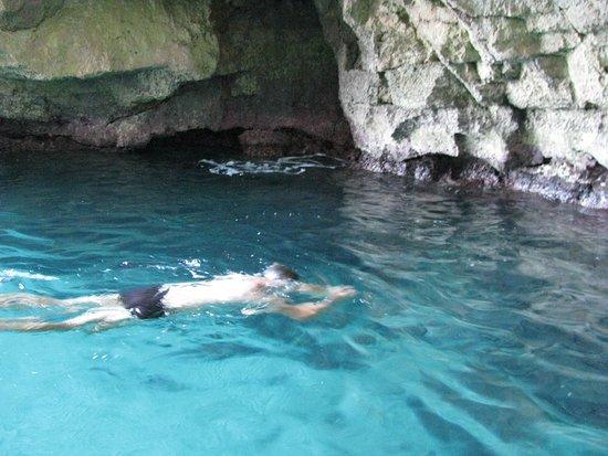 Blue Grotto (Il-Hnejja) : Kapiel w grocie