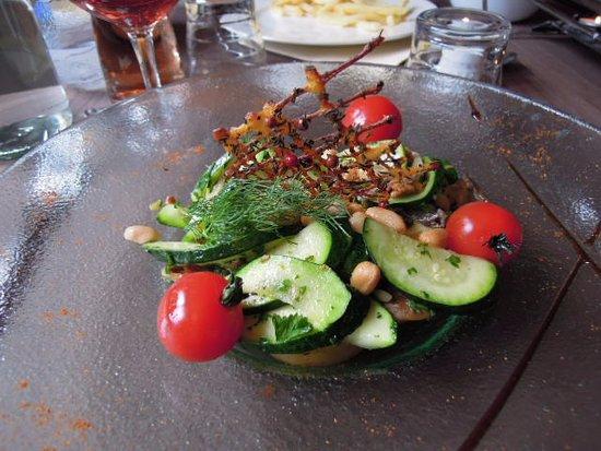 Villers-le-Lac, France : assiette végétarienne  14 euros    juillet 2016