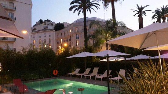 Hotel Le Canberra: 20150806_211353_large.jpg