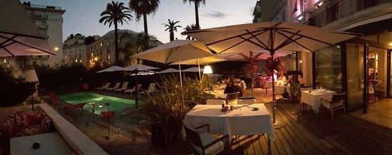Hotel Le Canberra: 20150806_211417_large.jpg