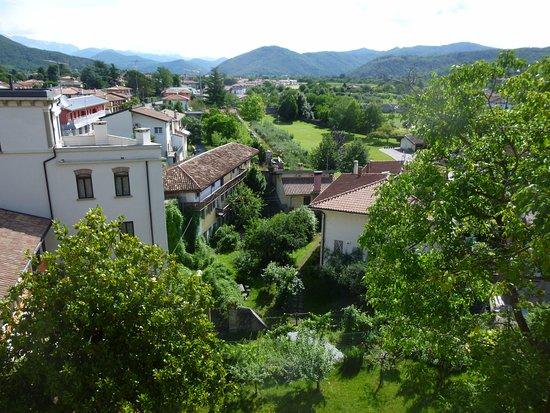 Locanda al Pomo D'oro: View from our room window of Cividale