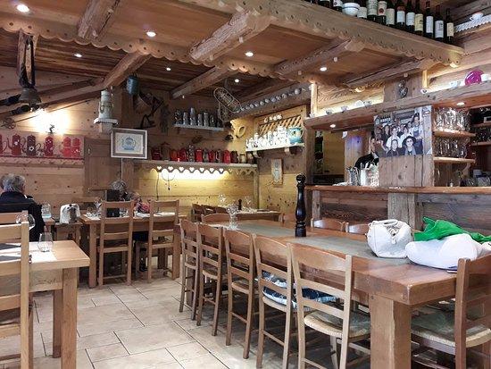 Les Saisies, França: Locale tipico ma molto curato