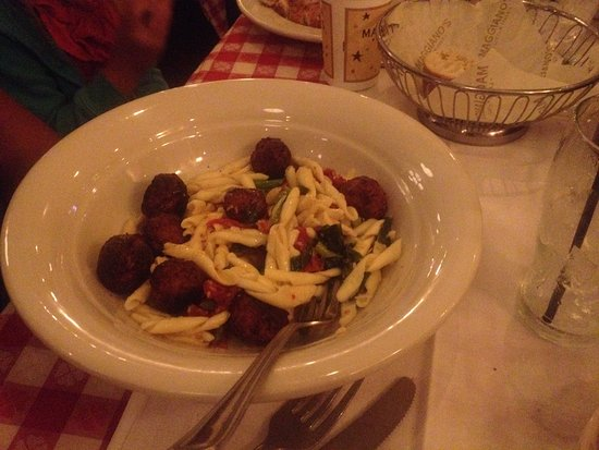 Vernon Hills, Илинойс: chicken and ricotta meatballs with pasta