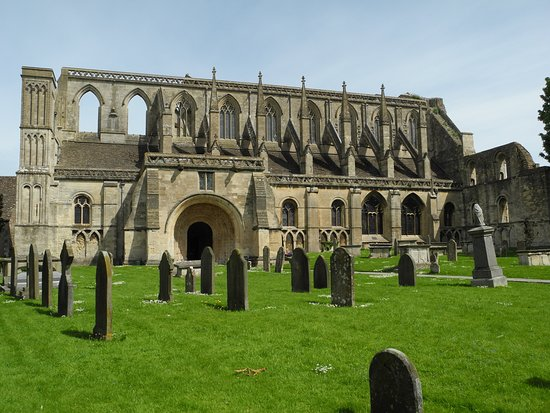 Malmesbury, UK: The abbey and the cemetery