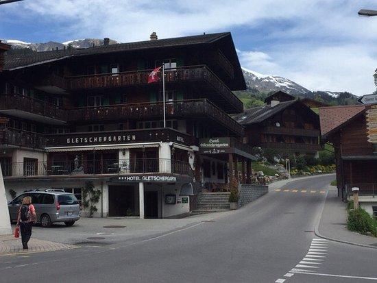 Hotel Gletschergarten: View from street