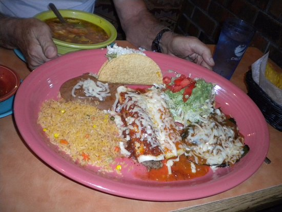 Monte Alban Restaurant: Hungry Man special- HUGE plate!