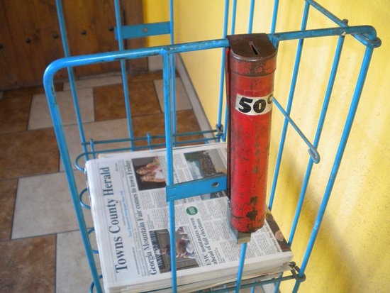 "Monte Alban Restaurant : Honor newspaper ""vending machine"" in the lobby."