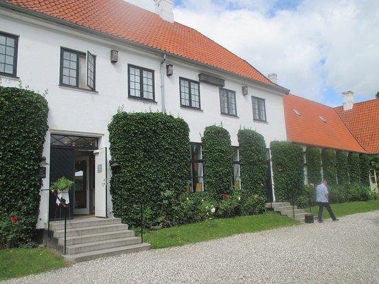 Rungsted, Dinamarca: Bygningen indeholder cafe og billetsalg.