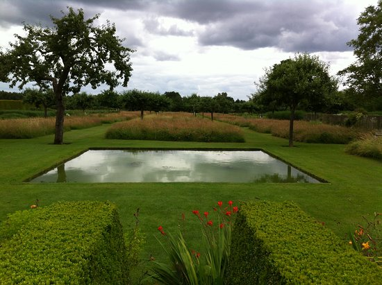 Le Jardin Plume: View from Summer garden