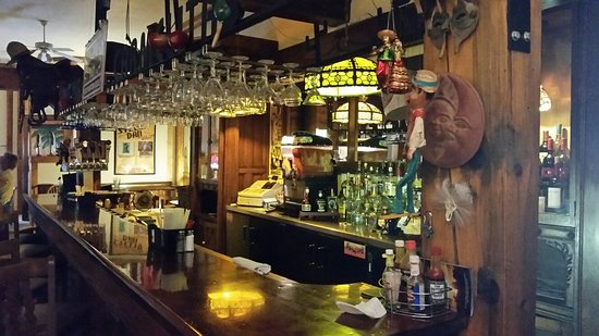Calumet, ميتشجان: Cool bar setting. Feels like you walked back in time 100 years.