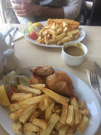 Station Place: Lovely restaurant. The food was great, traditional fish and chips done well with a selection of