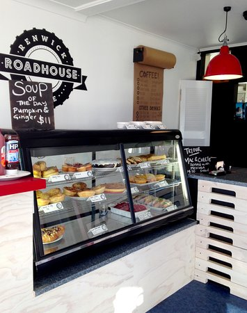 Marlborough Region, Nueva Zelanda: Our simple & quality food on display - Salads, Sweet Treats & Savoury Pastries