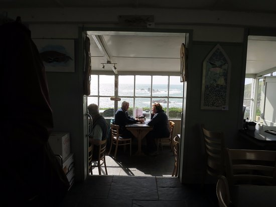 Lizard, UK: Looking from the front of the cafe to the dining side with the great view!