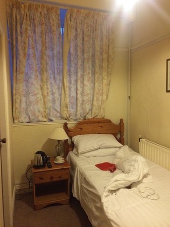 Grange-over-Sands, UK: curtains so thin it was freezing and huge gaps under the doors