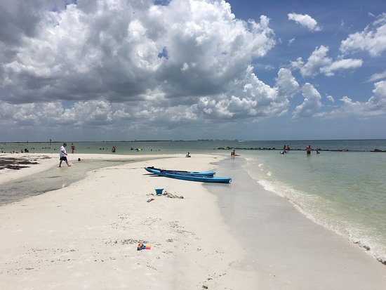 Honeymoon Island State Park: Great day with my family of 5. We were at the north beach. The beach is pretty, water clear & ca