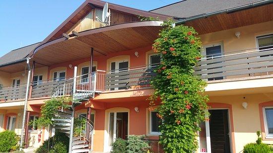 Roznava, Eslovaquia: la façade sur jardin