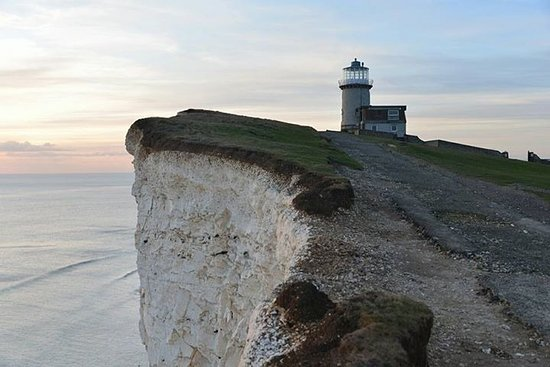 Belle Tout Lighthouse: Belle Tout sits on top of the White cliffs of Seven Sisters coastal line.