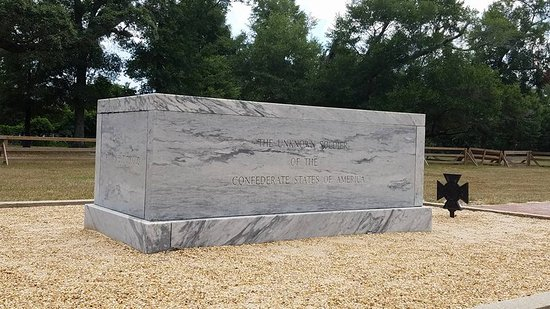 Beauvoir: Tomb of the Unknown Confederate Soldier