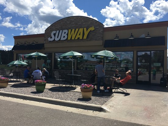 Ely, MN: Outside patio seating