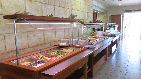 Alianthos Beach Hotel: Bufet