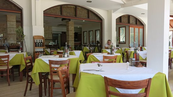 Alianthos Beach Hotel: Restaurace