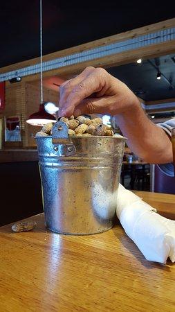 Logan's Roadhouse: Big bucket of roasted peanuts.